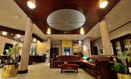 Hotel Nautica Lobby